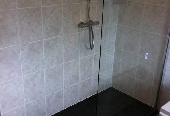 Shower unit for bathroom installation in Wolverhampton